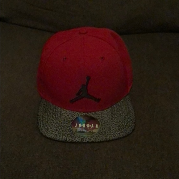 440f4bc345949 ... spain jordan brand red snapback hat. like new f35d6 43a62